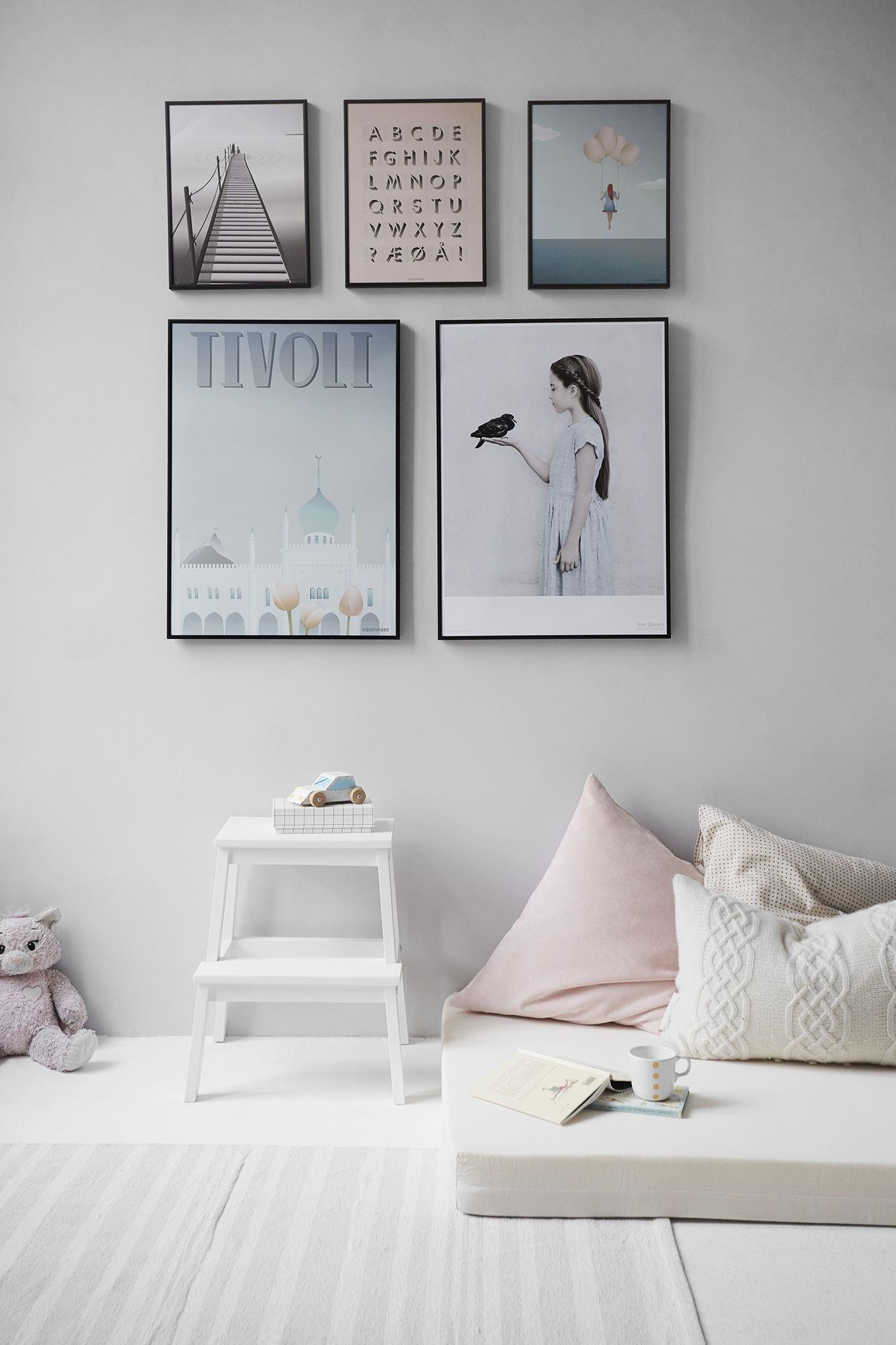 Affischer ger liv på väggarna